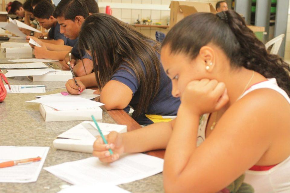 estudantes_alagoanos_na_segunda_fase_da_olimpiada_de_fisica-_foto_valdir_rocha_3-ABIME