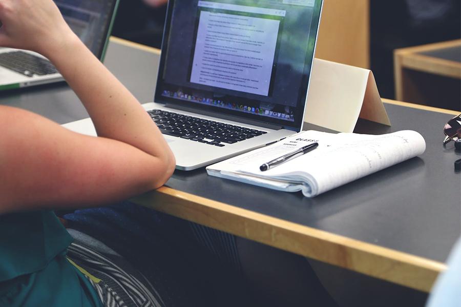 plataforma-oferece-mais-de-100-cursos-gratuitos-online